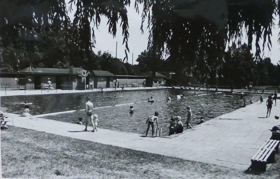 Schwimmbad alt 1